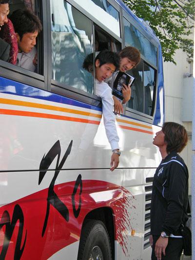 100424_bus.jpg